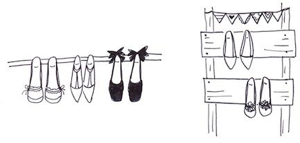 ポールや板に靴のヒールを掛けて収納