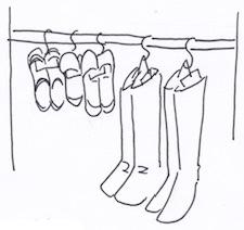 クローゼットのように靴を吊り下げ収納