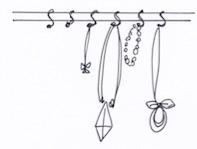 S字フックとポールや突っ張り棒を組み合わせた収納例
