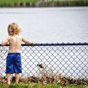 川と子ども