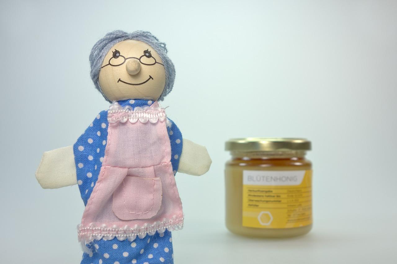 おばあちゃん人形とハチミツ